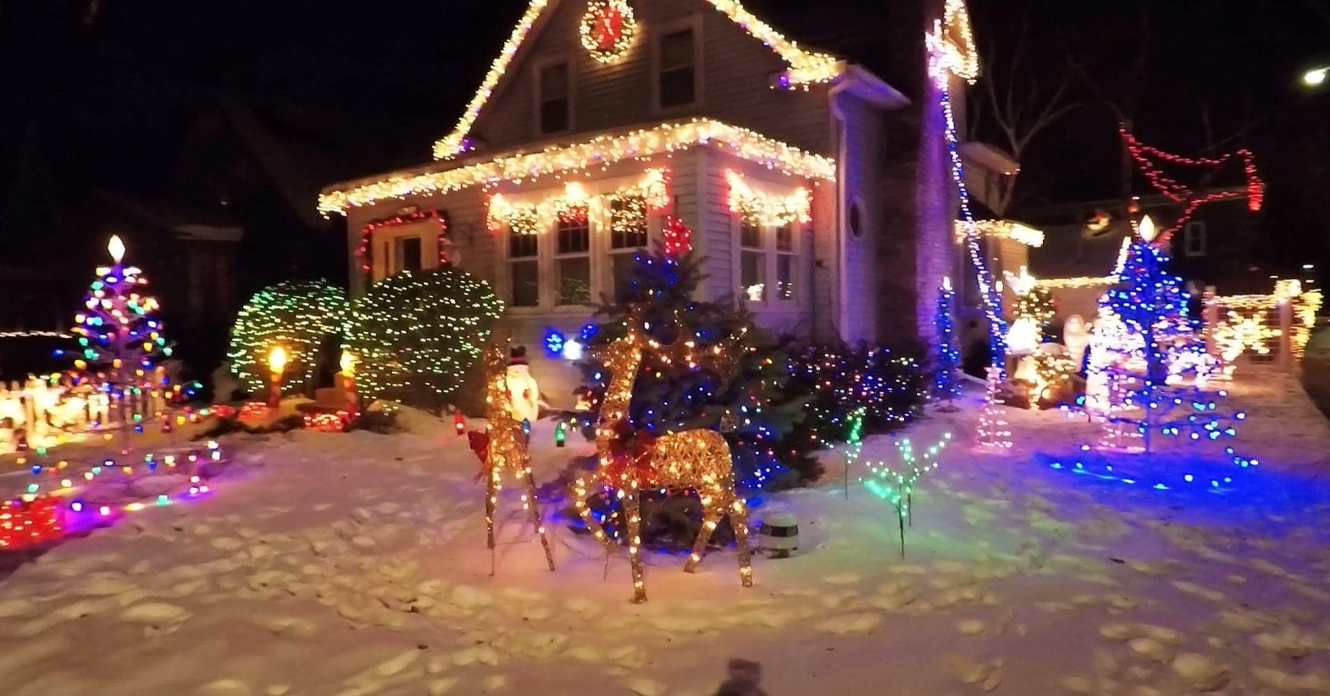Residential Christmas lights, display of Christmas lights
